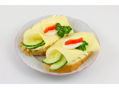 Obložený chlebíček sýrový